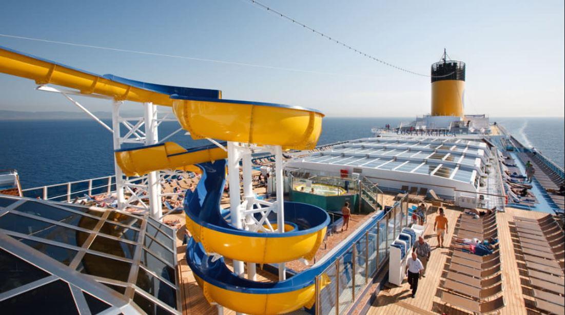 Toboganes y piscinas exteriores del barco Costa Firenze para el Crucero Ochentero 2021
