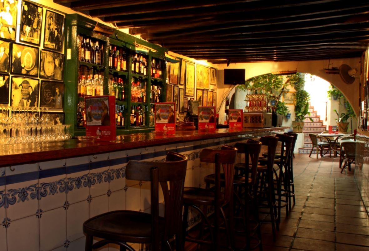 Bar Taberna El Pimpi Que hacer en Malaga b2b Viajes