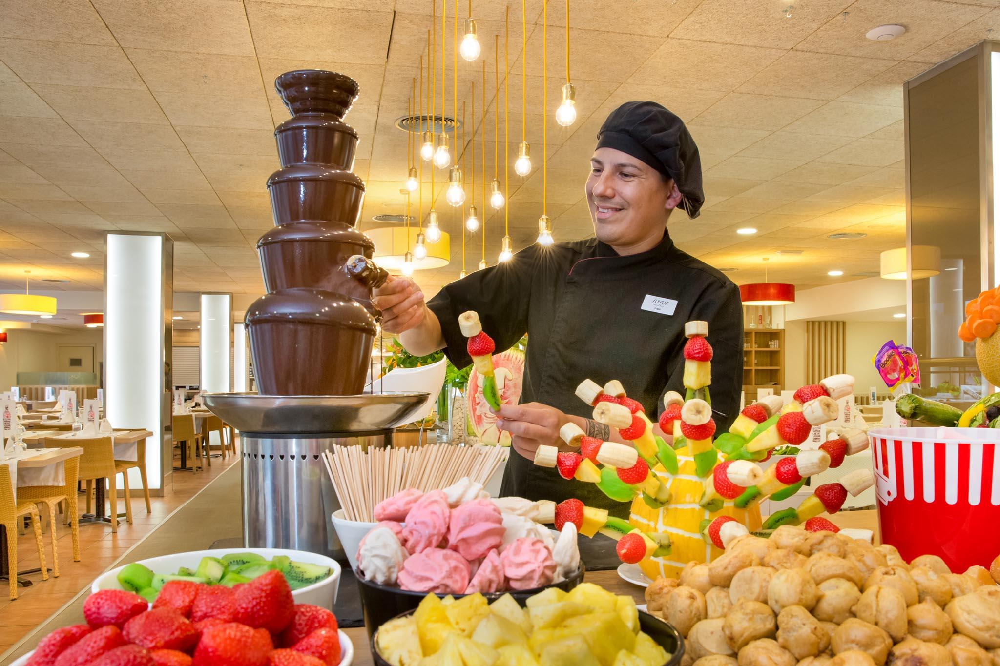 Buffet desayuno fuente chocolate Hotel Stella & Spa b2b Viajes