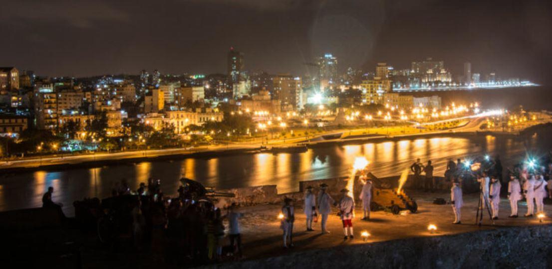 circuito_cuba_ceremonia_del_canonazo_noche_vacaciones_singles.jpg?profile=RESIZE_710x