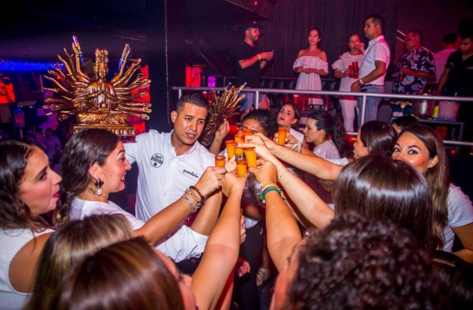 Bebidad en Discoteca Mandala b2bviajes