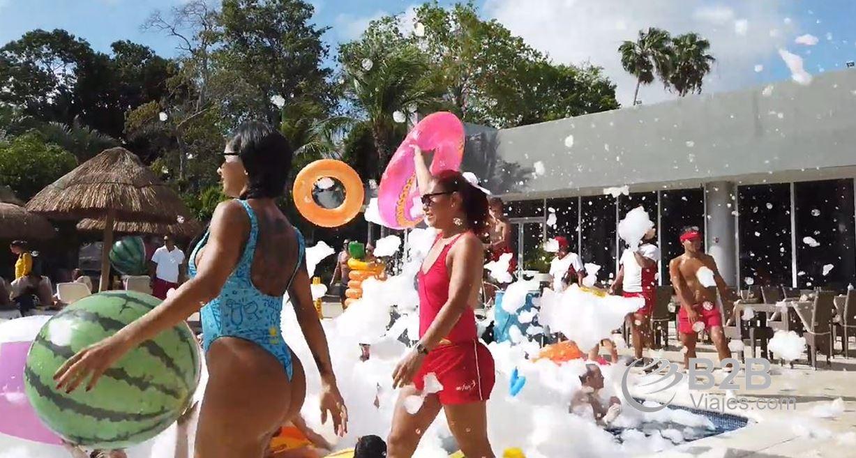 Fiesta de la espuma en Hotel Riu Lupita Riviera Maya Ofertas B2B viajes