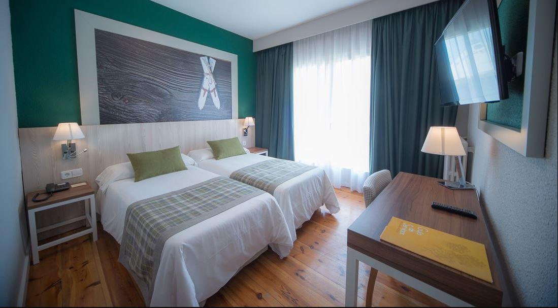 Gran Hotel Jaca Habitación Doble viajes de Esqui Vacaciones Sinlges