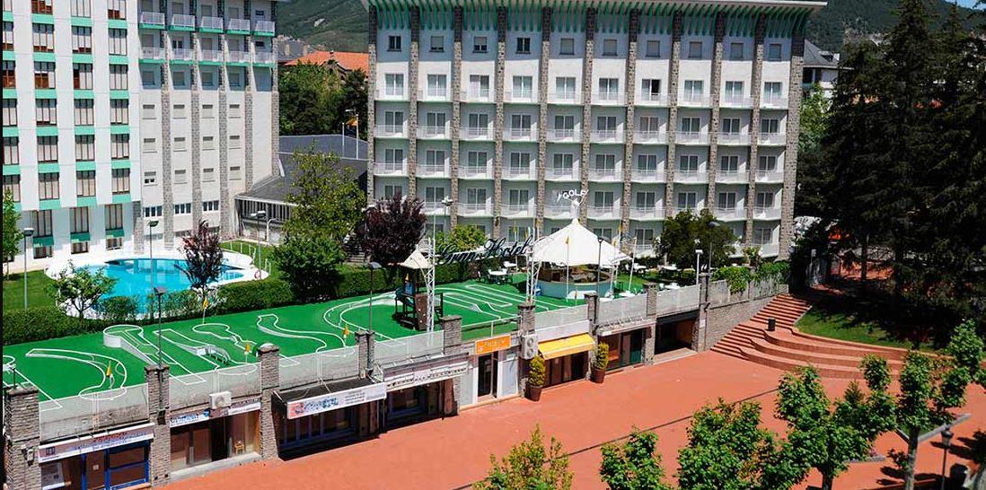 Gran Hotel Jaca instalaciones y servicios en viajes de esqui para solteros