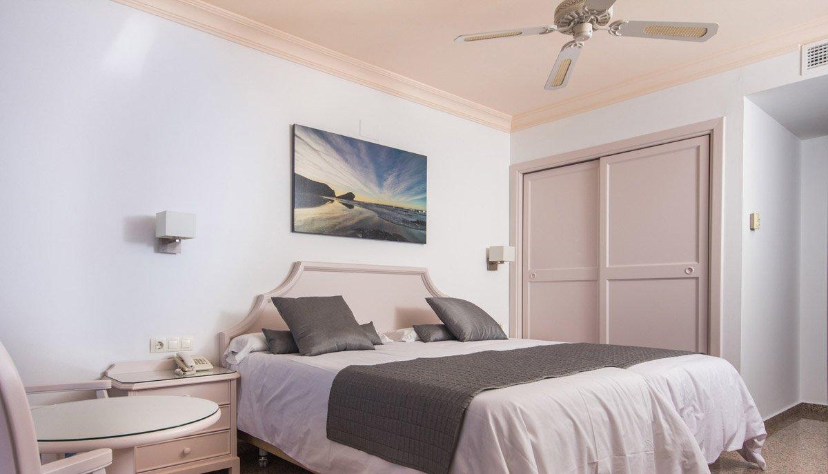 Habitaciones dobles hotel Mac Puerto Marina en Benálmadena