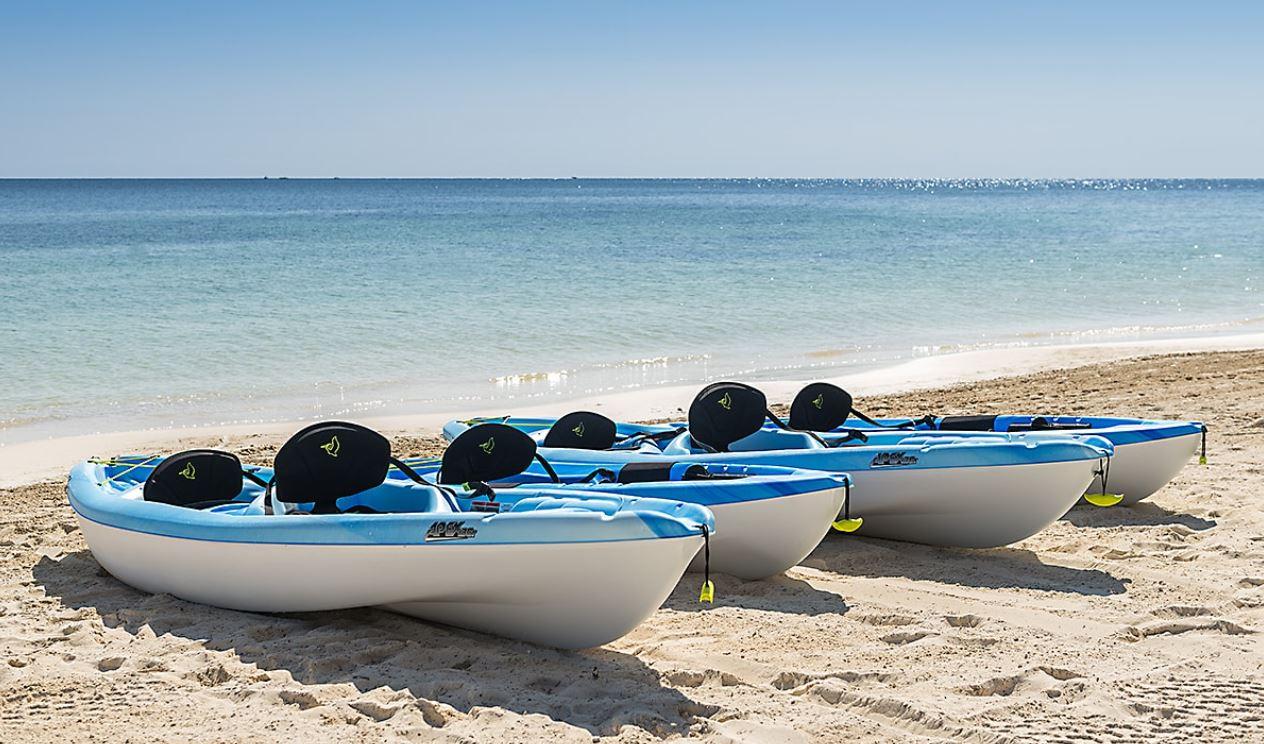 Canoas en Playa del hotel Ocean Turquesa Riviera Maya