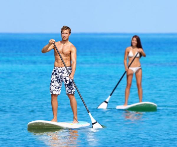 Holtel con actividades acuaticas y padel surf