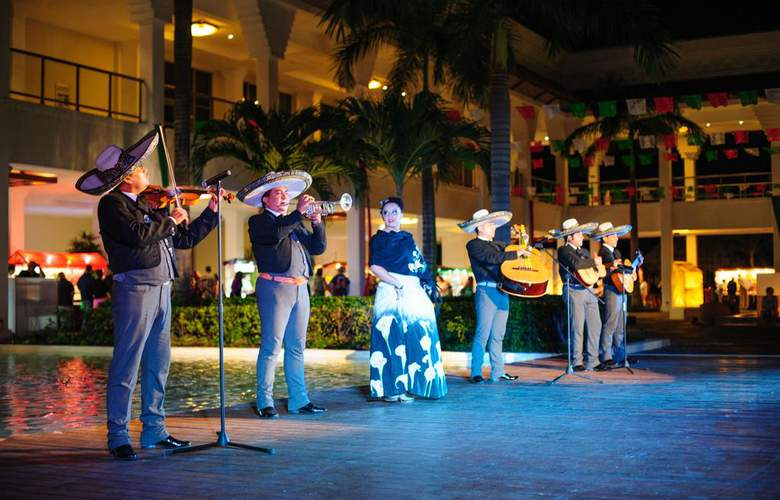 hotel grand sunset riviera maya espectaculo de animacion vacaciones singles