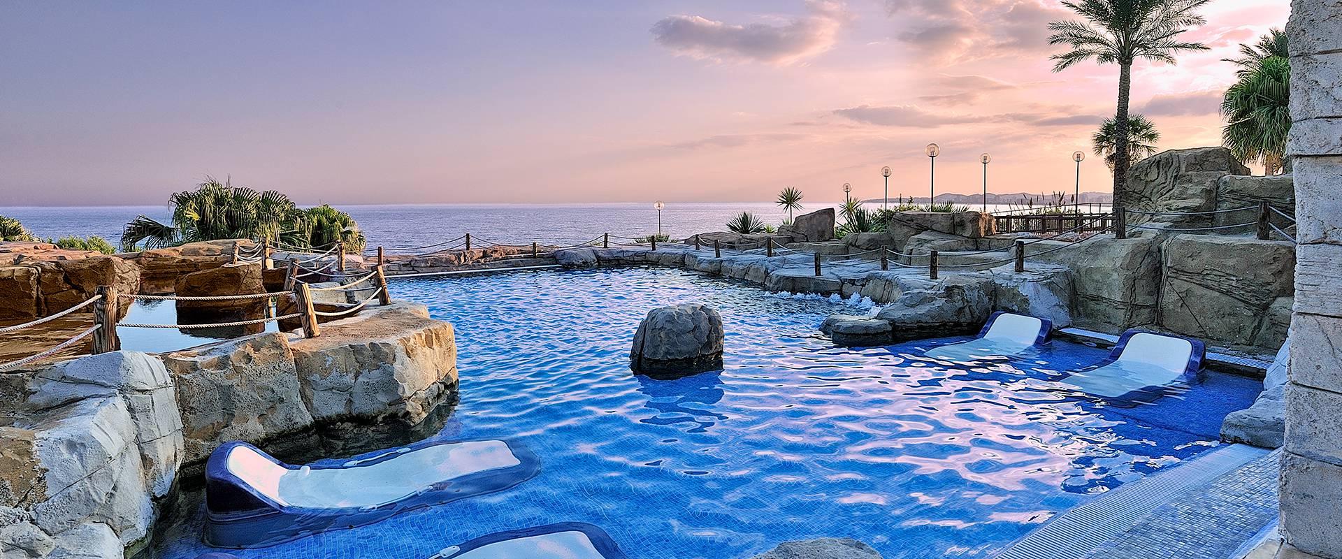 Zona relax beach club de Hotel Holiday World