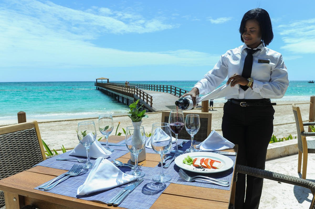 Hotel Impressive Punta Cana Restaurante en la playa