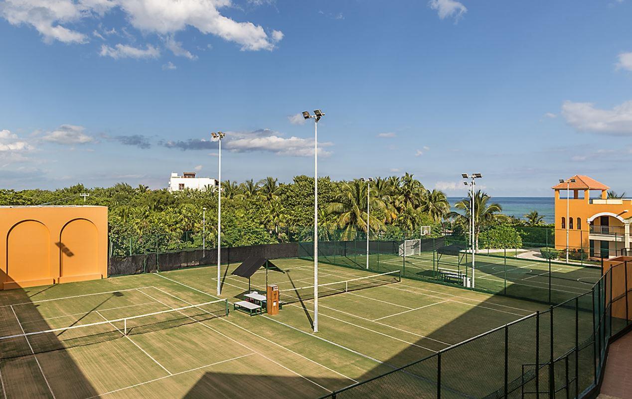 Pistas Tenis Futbol y Baloncesto en Hotel Ocean Turquesa Riviera Maya