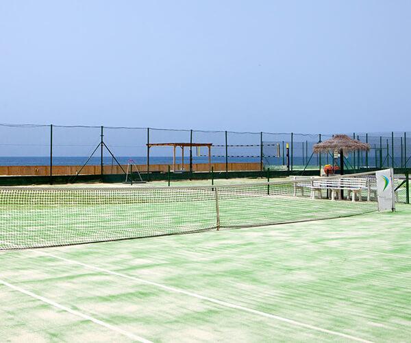 Hotel con pista de tenis