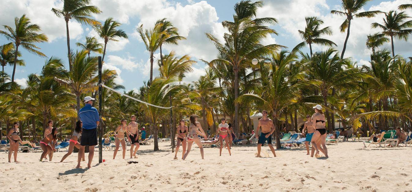 Hotel Riu Naiboa deportes playa