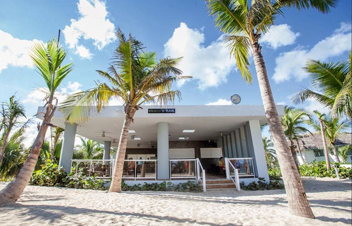Bar Playa y Barbacoa en Hotel Riu Republica Punta Cana