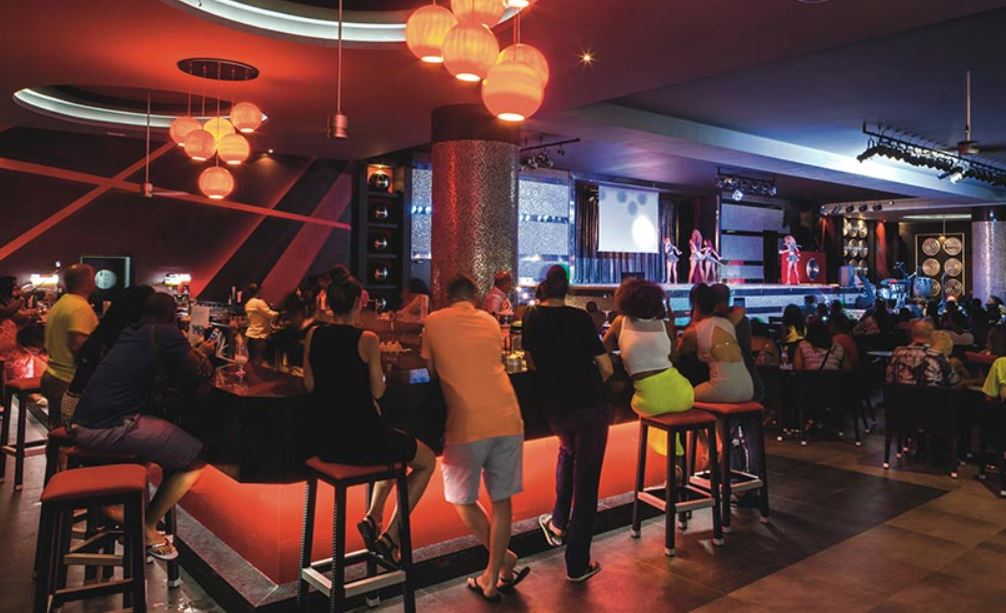 Bar Espectaculos teatro Riu Republica Punta Cana Exclusivo adultos