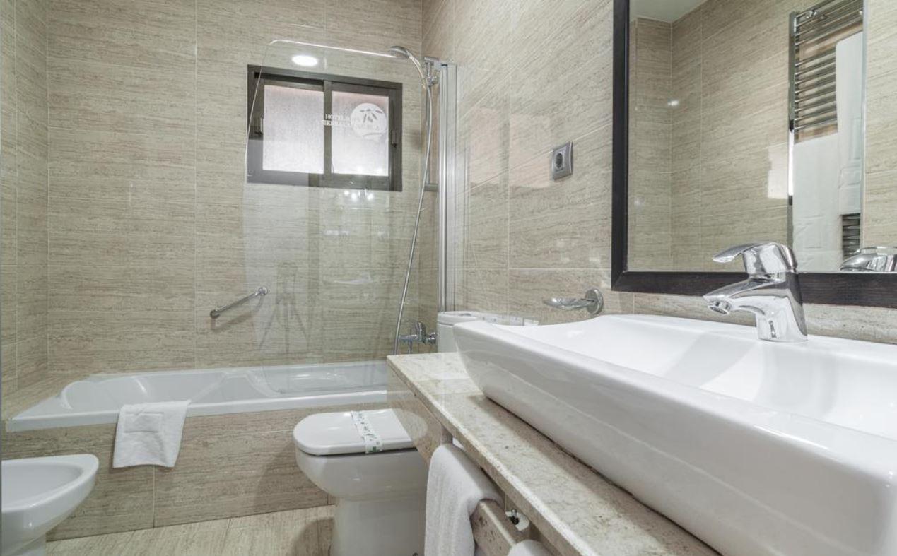 Baño habitaciones Hotel Sierra de Cazorla