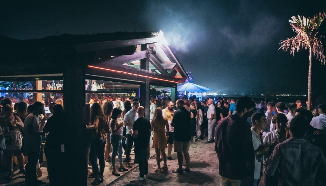 Hoyo 19 bar de copas Motril Playa de Granada
