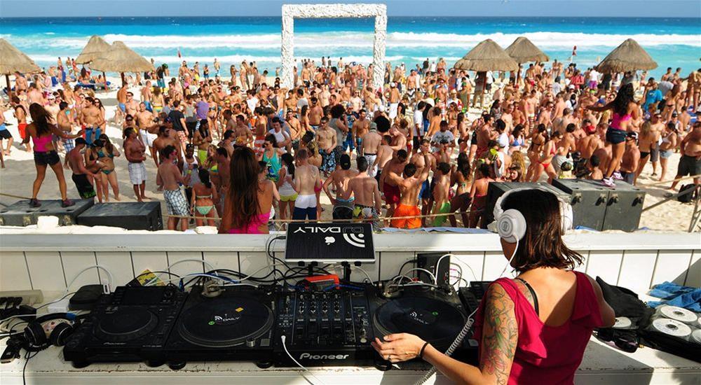 Fiestas y Animacion Gran Hotel Oasis Cancun Recomendado para Viajeros Solteros y Singles