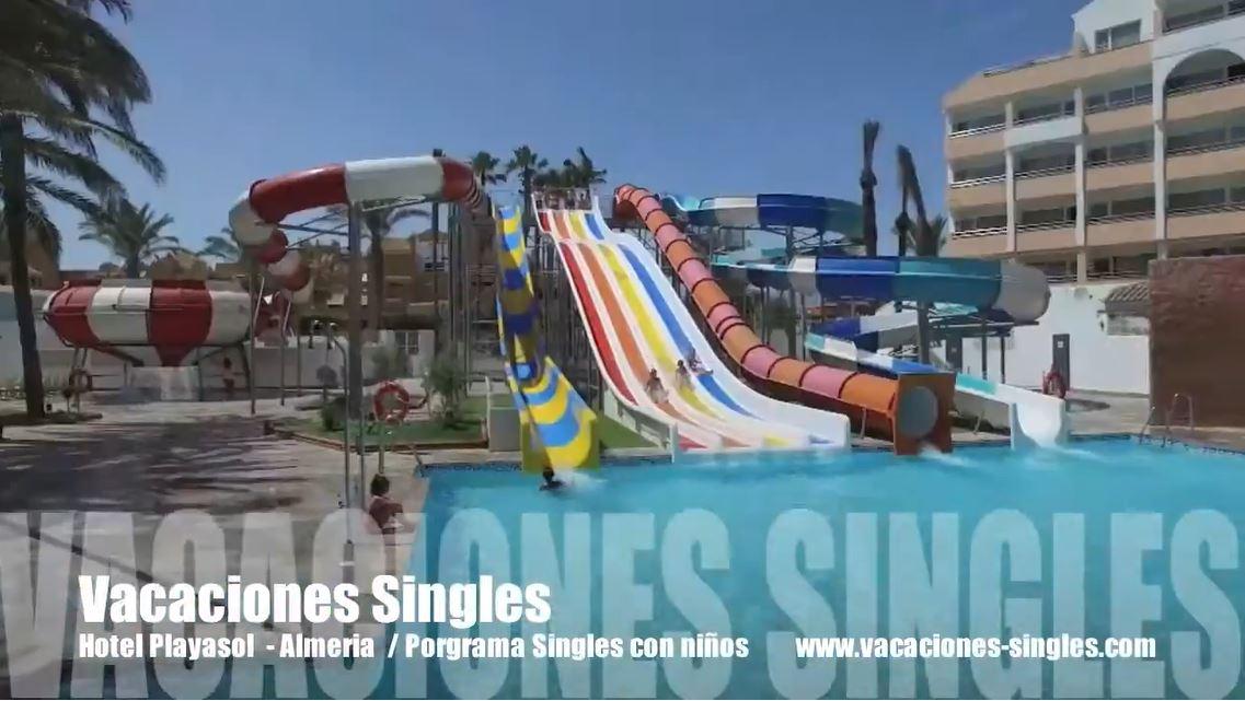 Parque acuático y toboganes del Hotel Playa Sol Roquetas de Mar Singles con niños
