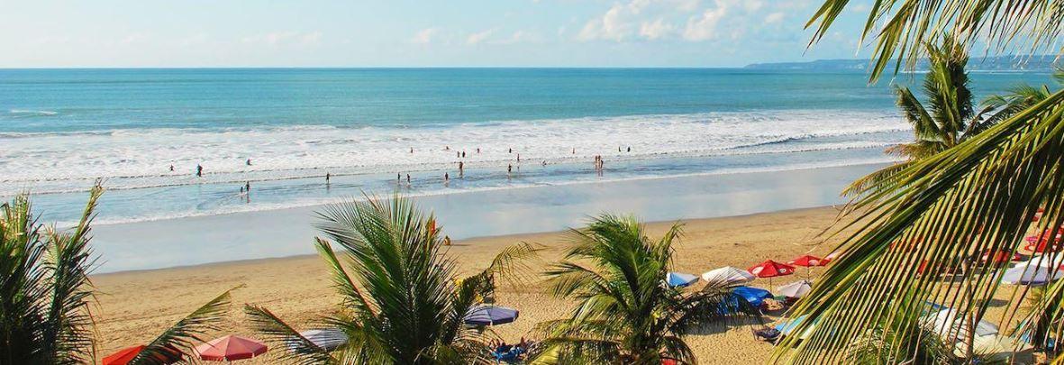 Playa de Legian en Bali Indonesia destino Vacaciones Singles y Viajes para Solteros