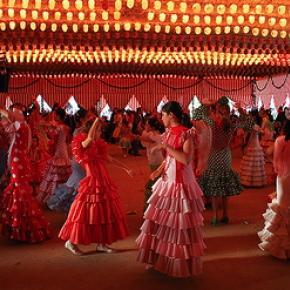 bailando_sevillanas_en_una_caseta_de_la_feria_de_abril_en_sevilla_0.jpg?itok=3tWLX27c