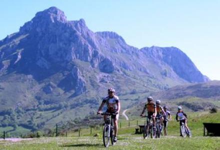 asturias_singles_adventure.vacaciones.singles.diciembre.bicicleta_0.jpg?itok=MVAlYgwB