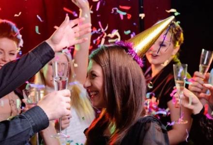Fin de año en Alicante Grupo Sngles nochevieja con barra libre