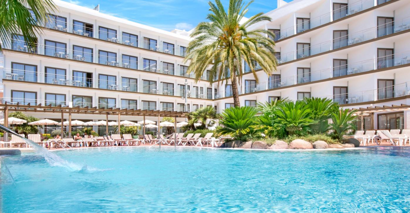 Piscina del Hotel Summus Stella en Pineda de Mar Vacaciones Singles